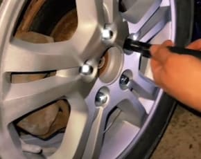 Repair Your Rims Yourself Using Rubbing Alcohol With This Easy-to-Follow Process